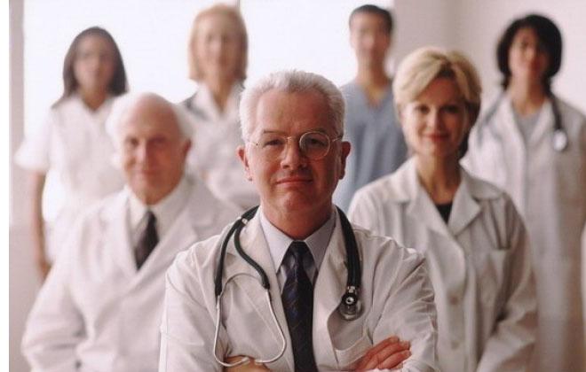 Группа врачей