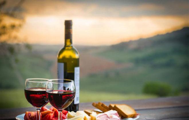 Красное вино поднимает давление