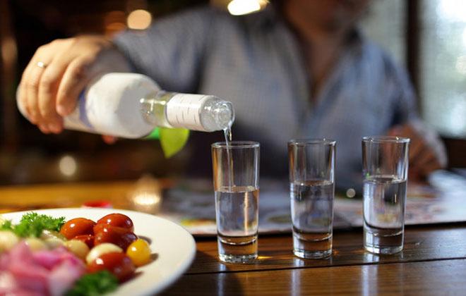 Пить водку