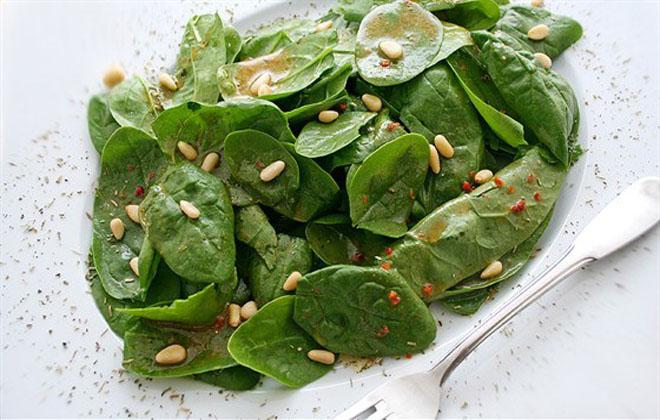 Шпинат и листья салата