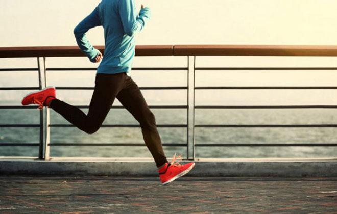 Заниматься бегом
