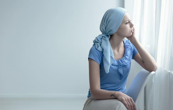 Девушка болеет хронической формой лейкоза