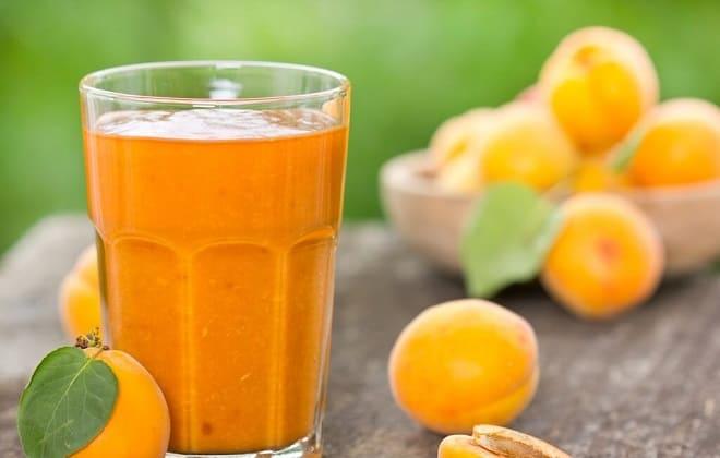 Свежевыжатый сок из абрикоса