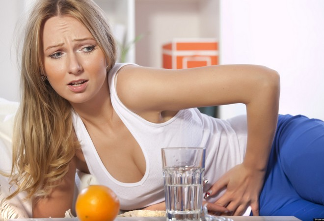 Болит живот у женщин