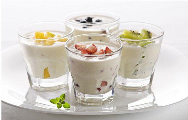 Стакан йогурта