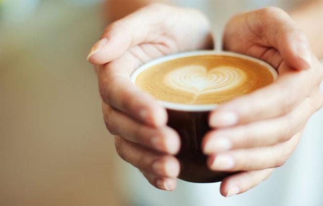 Выпивать кофе