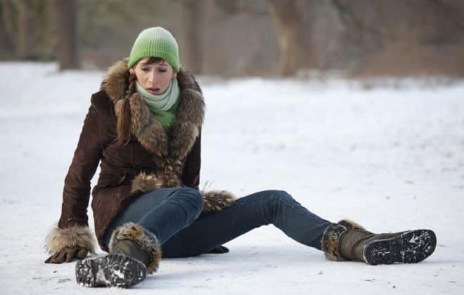 Девушка после падения
