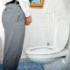 Почему в конце мочеиспускания у мужчины сгустки крови в моче и что делать при кровотечении без боли из мочеиспускательного канала (уретры)