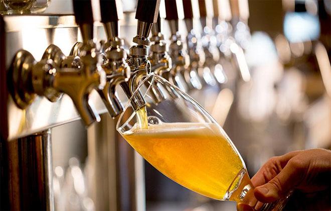 Наливать пиво